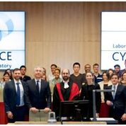 Photo de groupe au laboratoire de cyberjustice